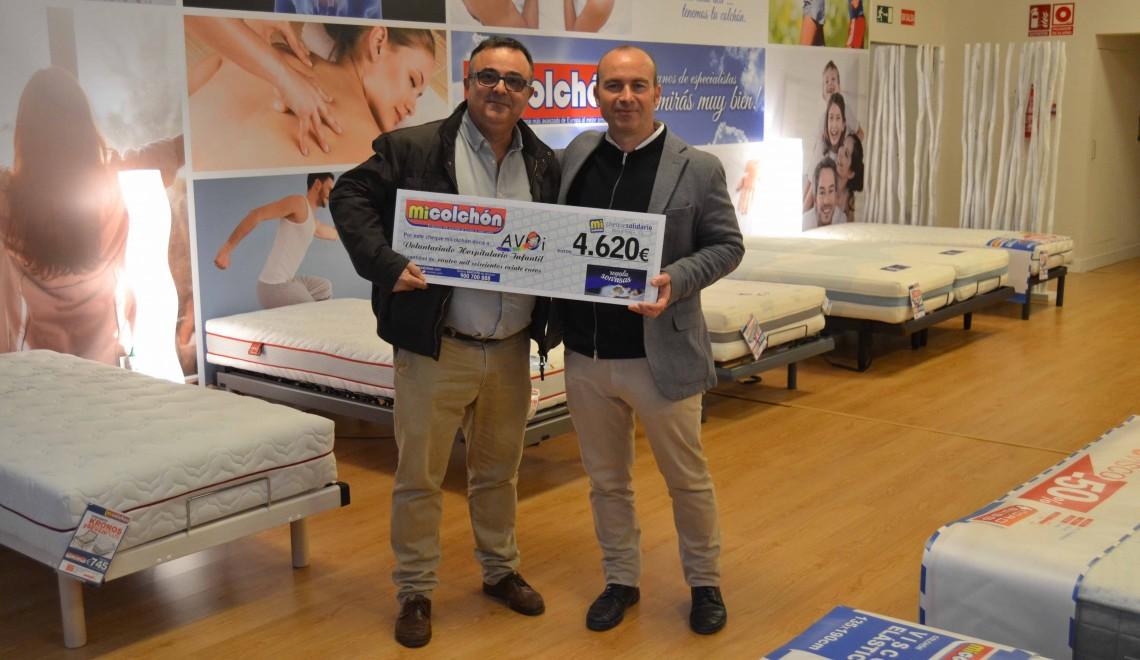 Entrega cheque solidario de MiColchón